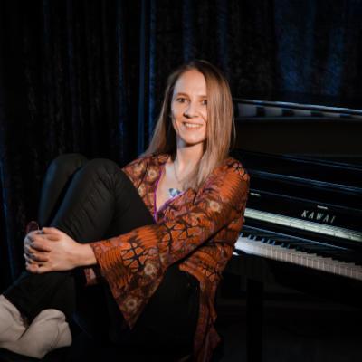 Claudia Zinserling: Pianistin, Keyboarderin, Musiklehrerin